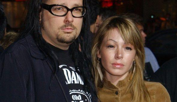 Hallan muerta a esposa de vocalista de Korn