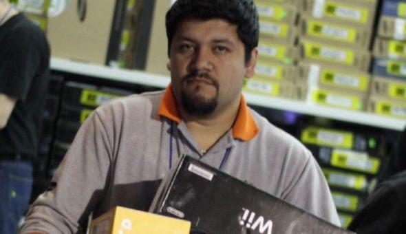 Locura por venta de tienda de computadoras — Chile