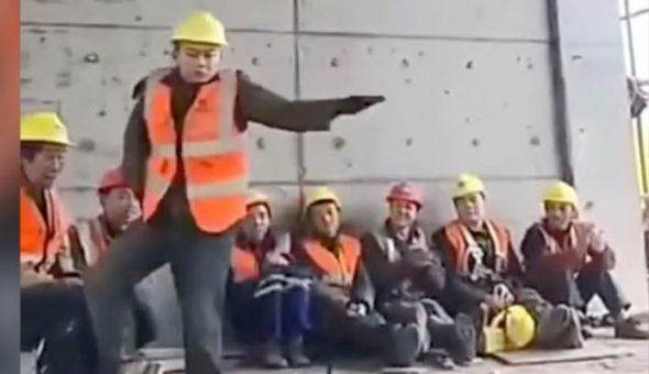 Un obrero la rompe y baila