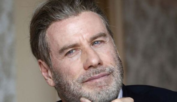 John Travolta se rapa y sorprende con su nuevo aspecto