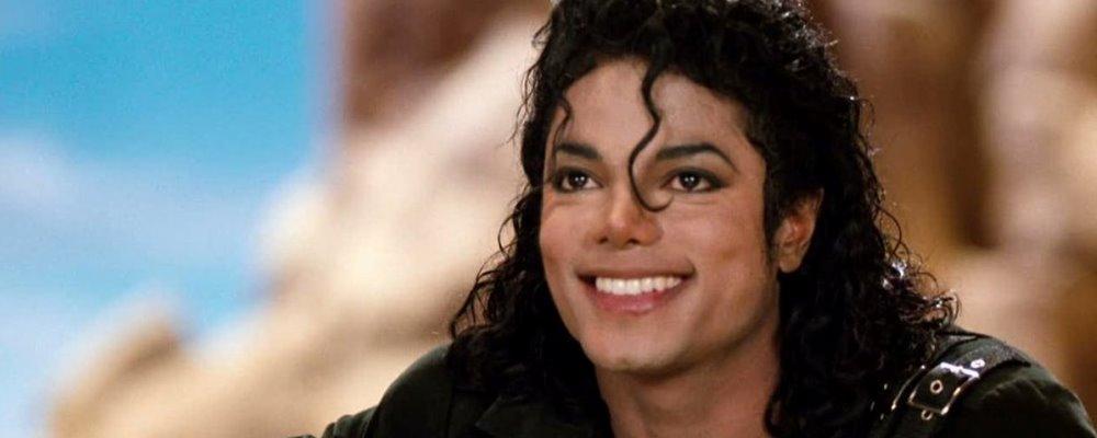 Michael Jackson sonriendo.
