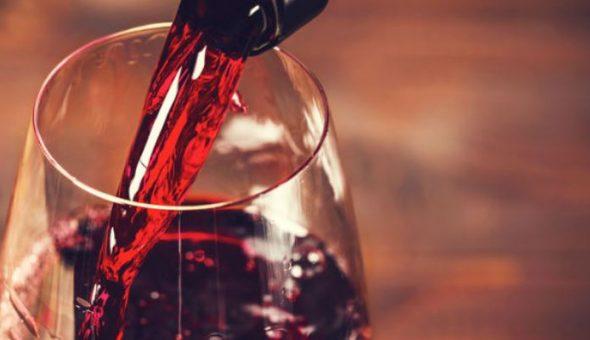 Cliente recibió por error una botella de vino de seis mil dólares