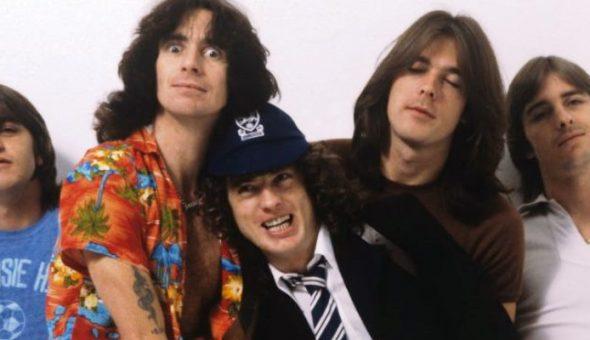 AC/DC publica video de