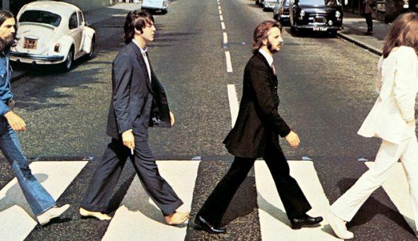 Miles de fanáticos de The Beatles recrean la fotografía de Abbey Road