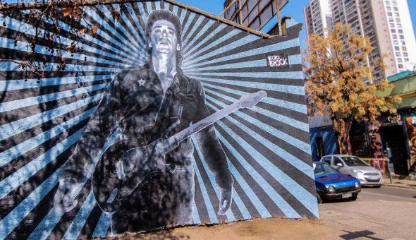 Inauguran enorme mural en honor a Gustavo Cerati en Santiago Centro