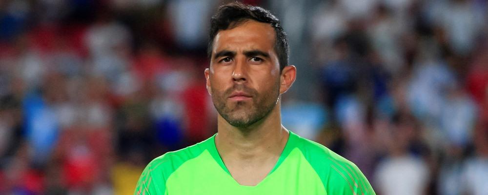 Claudio Bravo la roja