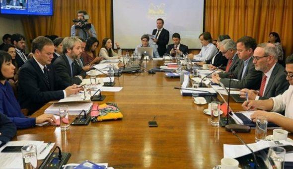 Comisión de Constitución de la Cámara Baja aprobó rebajar dieta parlamentaria