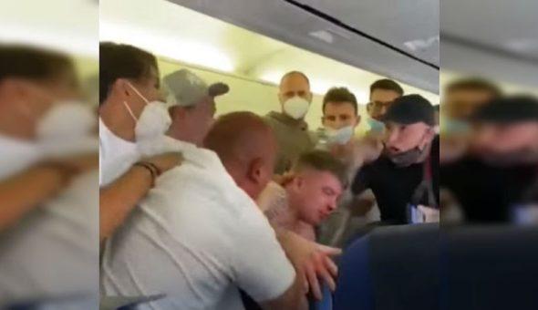 pelea avión mascarilla