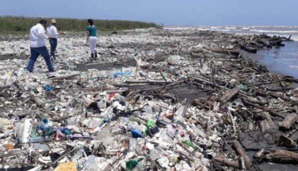 playa basura Honduras