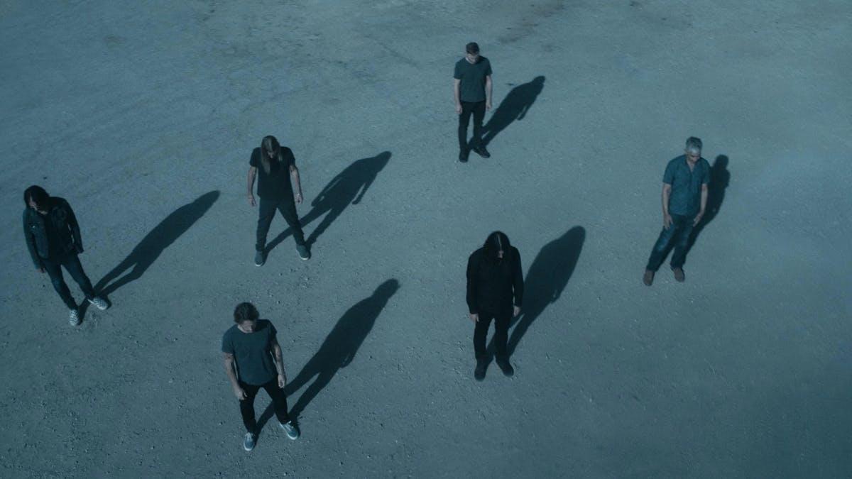 """Foo Fighters lanzó el cinematográfico video oficial de su single """"Waiting  on a war"""""""