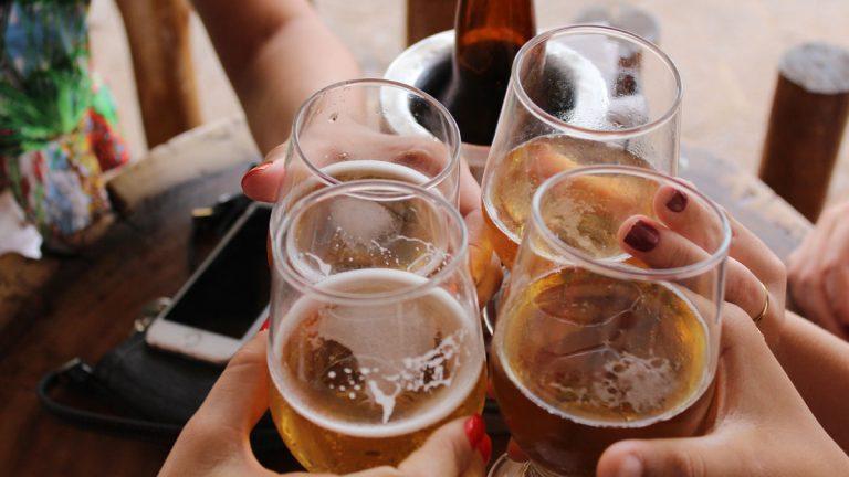 Dinamarca: Ofrecen cerveza gratis a quienes se hagan el test PCR