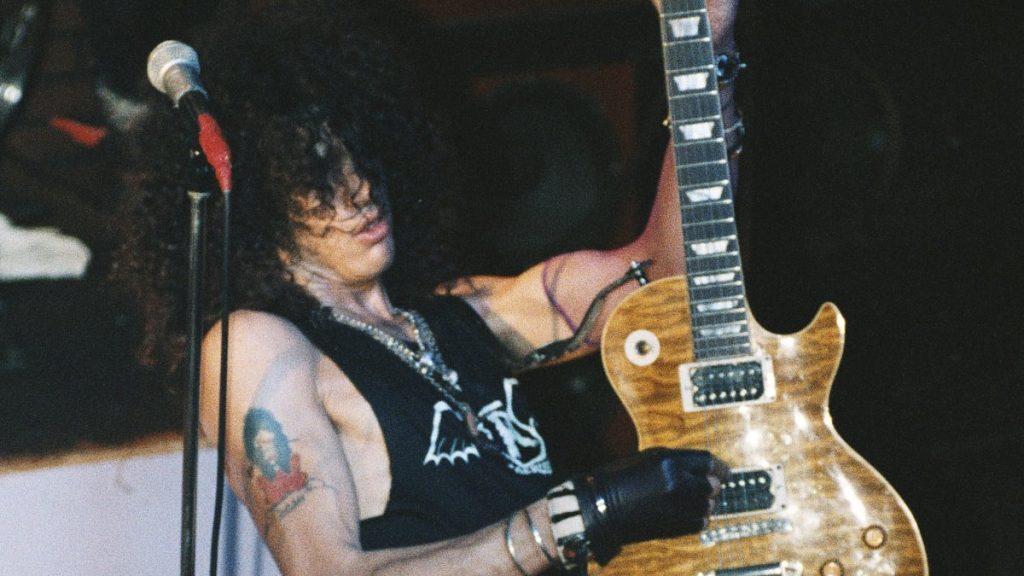 """Ingeniero de """"Appetite for Destruction"""" recuerda """"divertido"""" hábito de Slash  mientras hacía solos"""